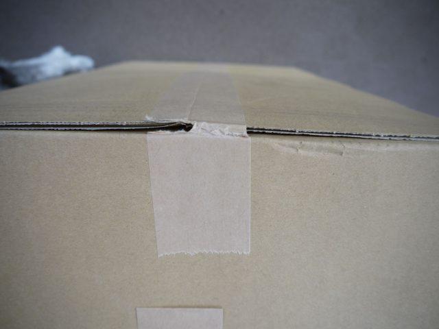 段ボール箱のテープの破損