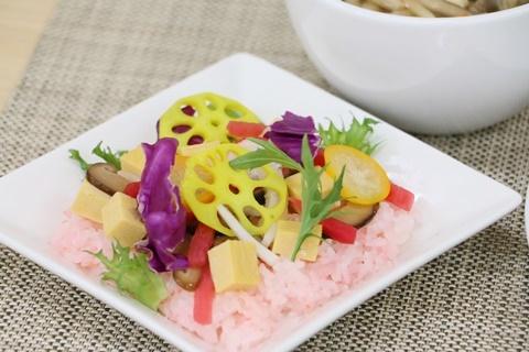【ひな祭りランチ】産地の恵みをいただくカラフルサラダ寿司